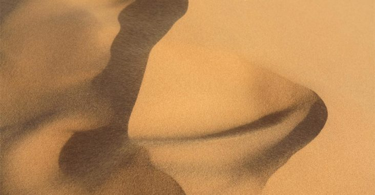 El viento y la arena forman figuras caprichosas. Foto J. Mayordomo