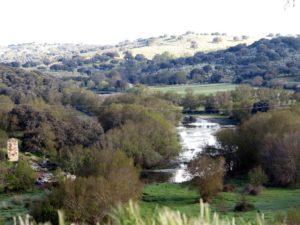 Vista general del río Yeltes; río, que si se abre la mina, probablemente será envenenado. / Foto J. M.