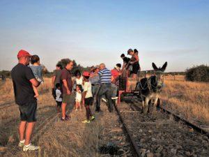¡Atención, viajeros al Burrotrén!/ Foto J.M.