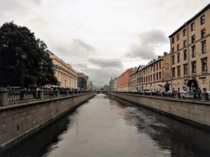 Como si no hubiese pasado el tiempo. Calle y canal. / Foto J.M.