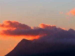 Puesa de sol sobre Grazalema./ Foto J.M.
