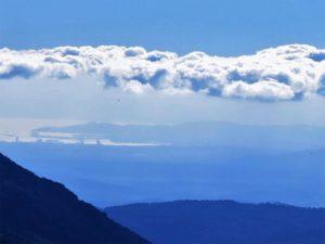 Tocando las nubes... Y al fondo, el mar./ Foto J.M.