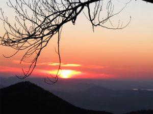 Puesta de sol desde el puerto del Boyar (Grazalema)./ Foto J.M.