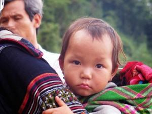 006. Niño de la tribu Hmong, en Sapa, Vietnam