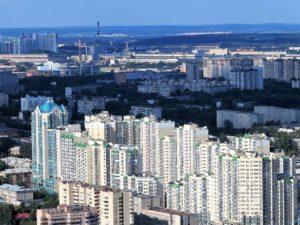 El Ekaterimbugo soviético; en prrimér término un abigarrado barrio popular./ Foto J.M.