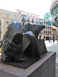 """Escultura de Pablo Serrano, """"el pan y la cultura""""./ Foto Carlos Gil."""