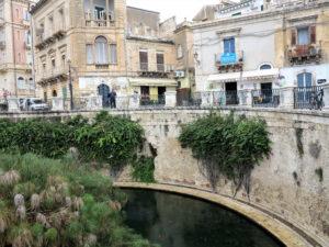 Manantial, en Siracusa (Sicilia) en el que supuestamente Arquímides trataba de probar alguna de sus teorías./ Foto Joaquín Mayordomo