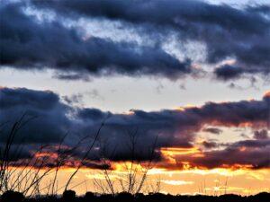 Puesta de sol en Perniculás./ Foto J.M.